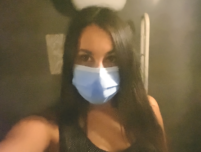 KRASSER USER-WUNSCH! Mit Maske auf der Restaurant-Toilette Pipi gemacht!